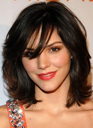 Latest-Medium-Layered-Hairstyles-with-Bangs